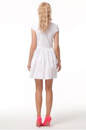 Белое платье с круглым воротничком