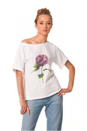 Белая футболка свободного кроя