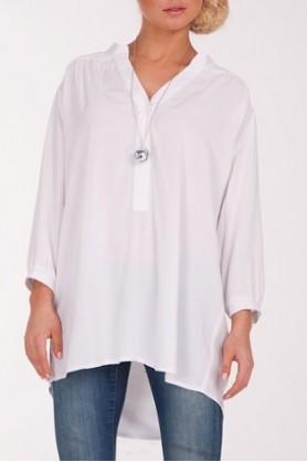 Белая рубаха свободного покроя