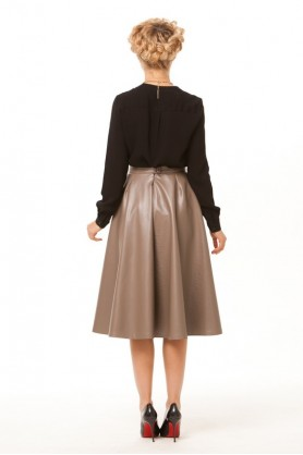 Расклешенная бежевая юбка
