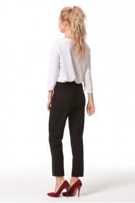 Прямые черные брюки