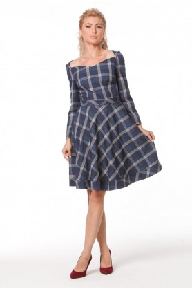 Красивое клетчатое платье