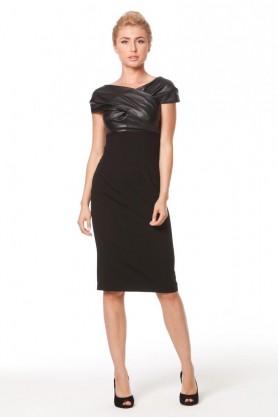 Строгое черное платье футляр