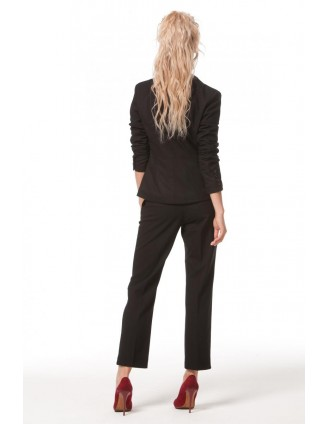 Строгий черный пиджак