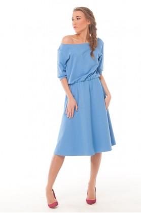 Голубое женское платье