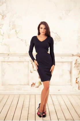 Polina Efimova( классическое черное платье )